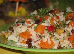 Sałatka z ryżu, marchewki i rzodkiewek