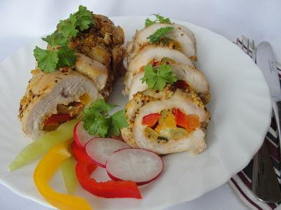 Rolada z indyka z papryką i marchewką