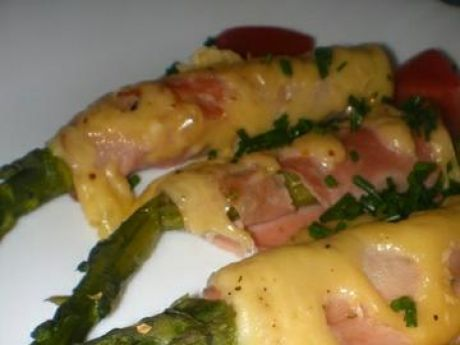 Przepis  szparagi zapiekane z szynką i serem przepis