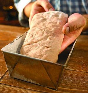 Chleb domowy z żurem  prosty przepis i składniki