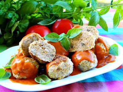 Klopsiki z kapustą w sosie pomidorowym