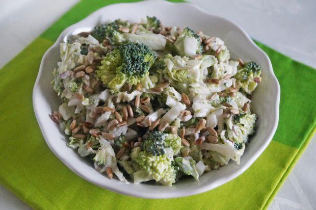 Przepis  surówka z brokuła i pekinki przepis