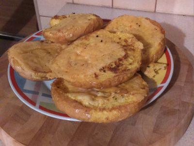 Bułki w jajku z serem