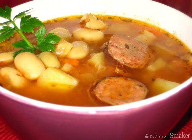 Zupa fasolowo-ziemniaczana.