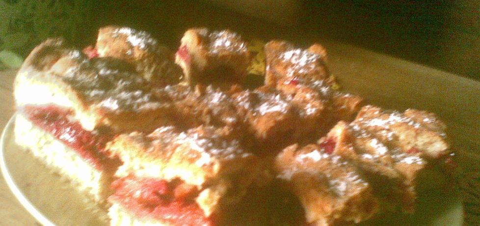 Ciasto z jabłkami i wiśniami. (autor: benka)