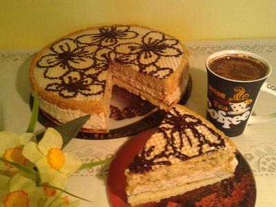 Tort cappuccino zamknięty w waflach