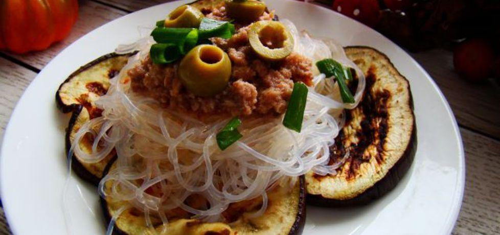 Makaron ryżowy z grillowanym bakłażanem i tuńczykiem (autor ...