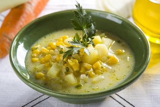 Zupa jarzynowa z kukurydzą
