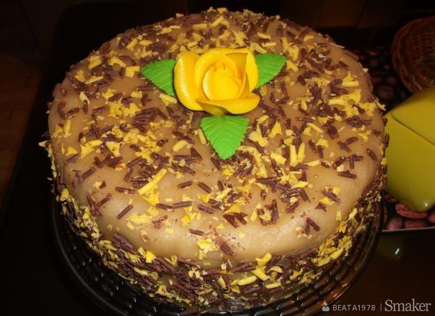 Tort orzechowy z marcepanem