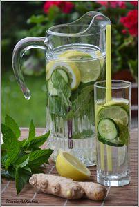 Napój z cytryny, limonki, ogórka, mięty i imbiru