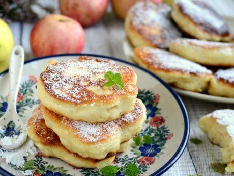 Przepisy: puszyste racuchy z jabłkami