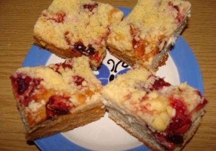 Ciasto drożdżowe ze śliwkami i morelami