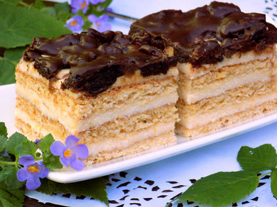 Sernik miodownik z bakaliami w czekoladzie