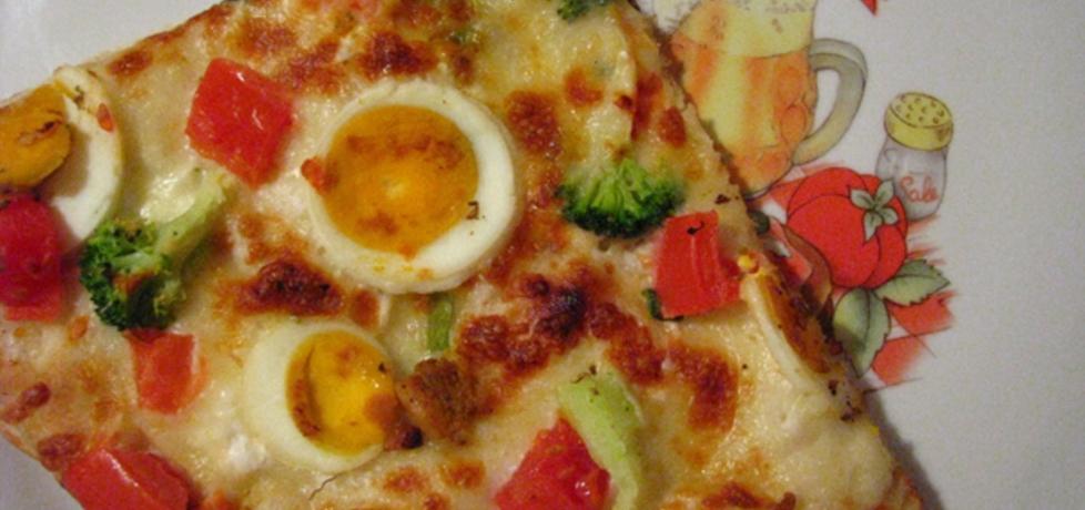 Pizza z sosem czosnkowym, jajkiem, brokułami (autor: banditka ...