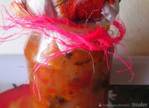 Chutney z pomidorów i cukinii do słoików na zimę