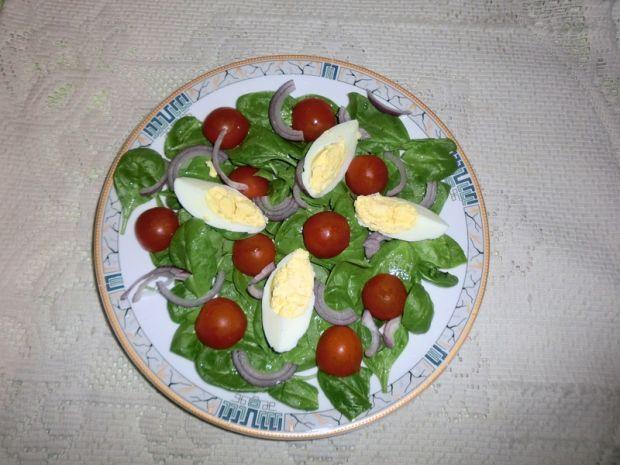 Przepis  sałatka ze szpinakiem i jajkiem przepis