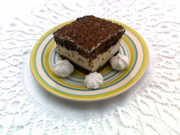 Przepis  ciasto z masą chałwową i bezami przepis