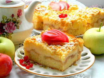 Kruche ciasto z jabłkami i budyniem