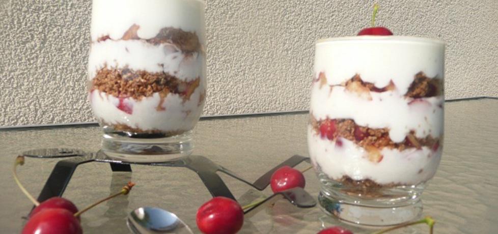 Deser jogurtowy z czereśniami (autor: aginaa)