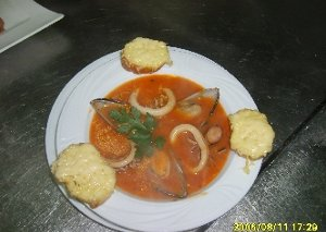 Zupa z owocami morza  prosty przepis i składniki