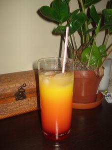 Tęczowy drink bezalkoholowy