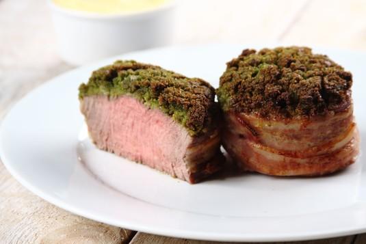 Stek z polędwicy wołowej z puree ziemniaczano-selerowym ...