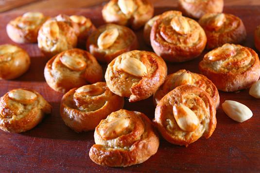 Ciasteczka miodowe z migdałami