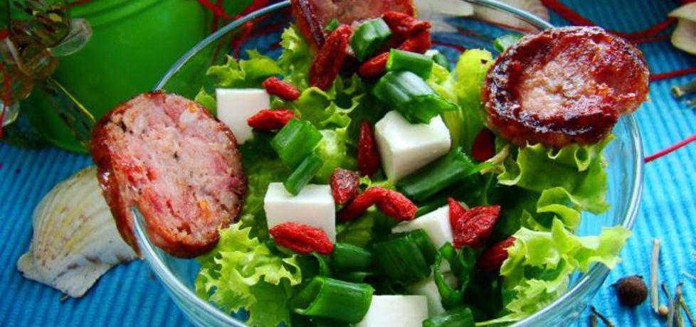 Sałata z owocami goji i grillowaną kiełbasą (autor: iwa643 ...