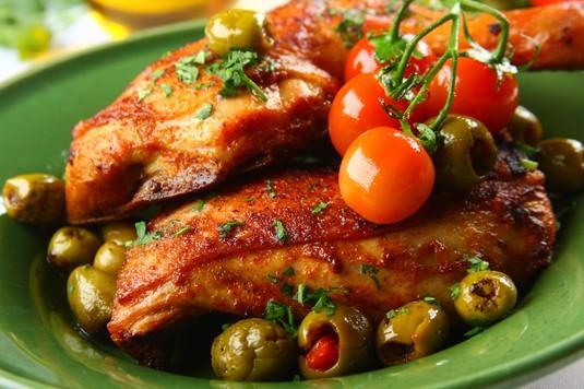 Tapas: udka z kurczaka z oliwkami
