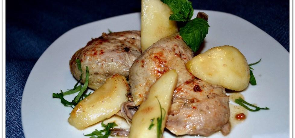 Udka kurczaka z miodem i karmelizowanymi gruszkami. (autor ...