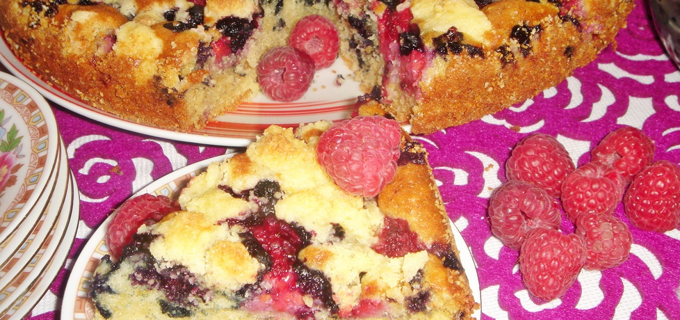 Ciasto ucierane z jagodami, malinami i kruszonką (autor: justi2401 ...
