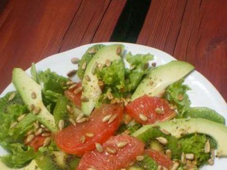 Przepis  sałatka z grapefruitem, awokado, kiwi przepis