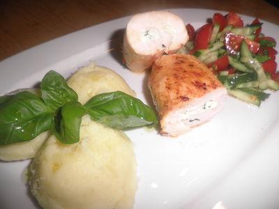 Roladki drobiowe faszerowane serem feta i bazylią.