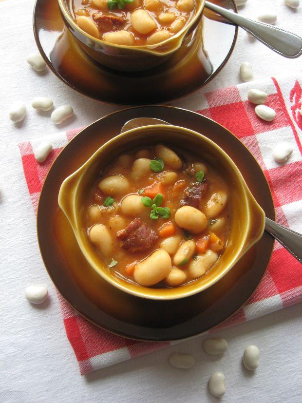 Przepis  zupa fasolowa na boczku i kiełbasie przepis