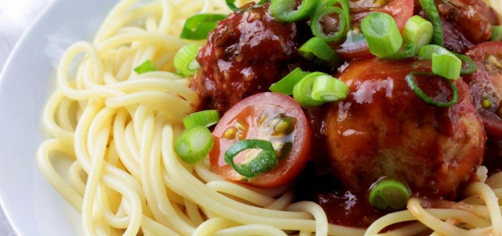 Spaghetti z pulpecikami z kaszy jaglanej w sosie ...