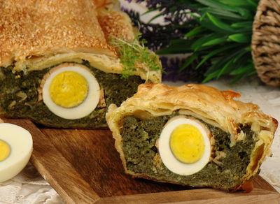 Pieczeń szpinakowa z jajkiem i łososiem